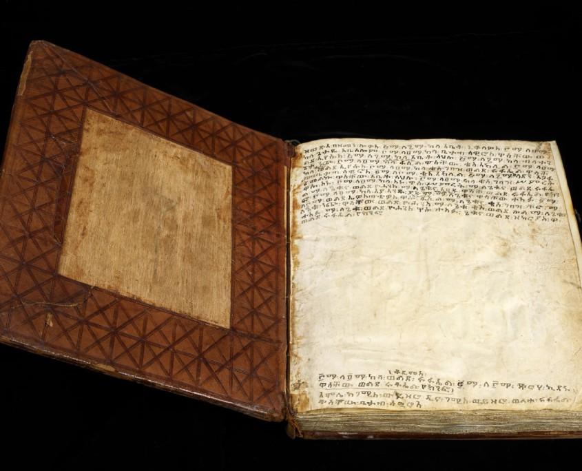 Vorderdeckel und Vorsatz der Handschrift