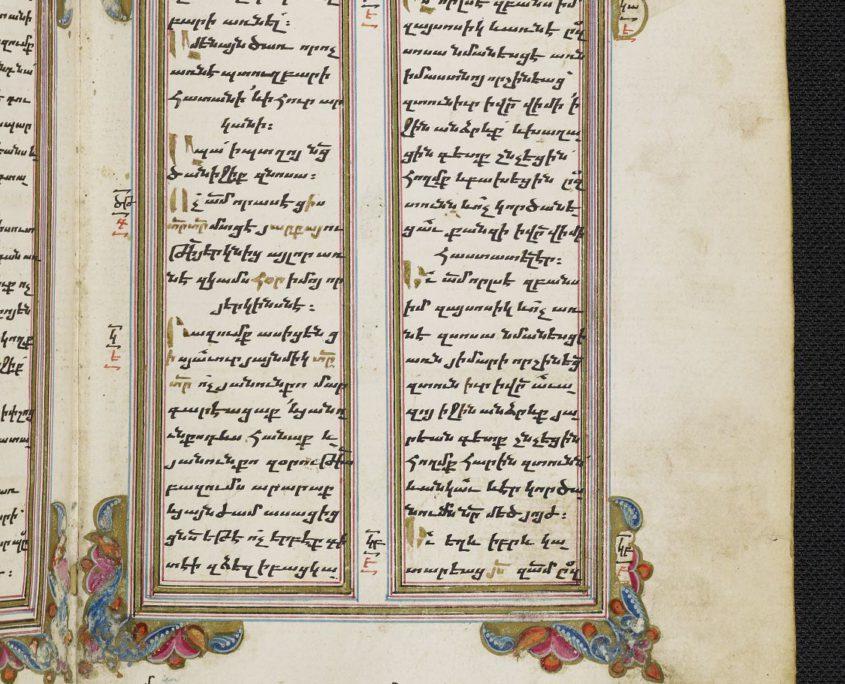 fol. 29r der Handschrift mit zweispaltigem Text in armenischer Schrift und Buchschmuck