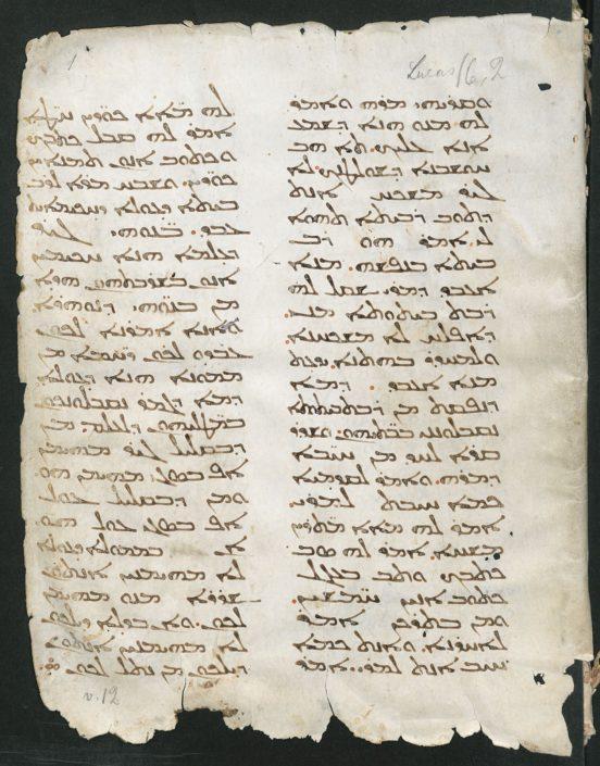 Folio 1r der Handschrift mit zweispaltigem Text in syrischer Estrangelo-Schrift